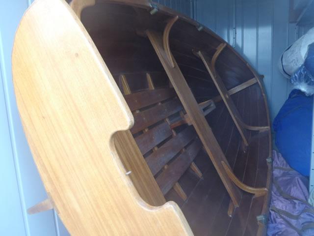 木製手漕ぎボート